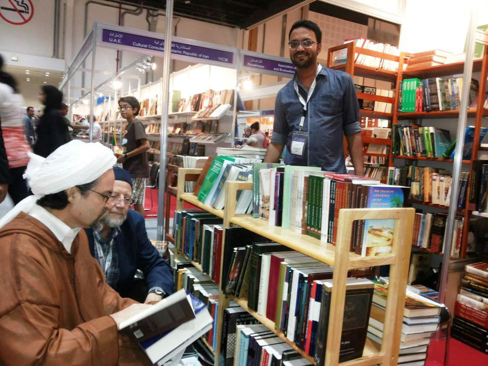 Shaykh Hamza Yusuf visits the stand with JAIHOON books at the Abu Dhabi International Book Fair by Kitab (Stand Blackstone & Holywell, Stand no 11C30 )