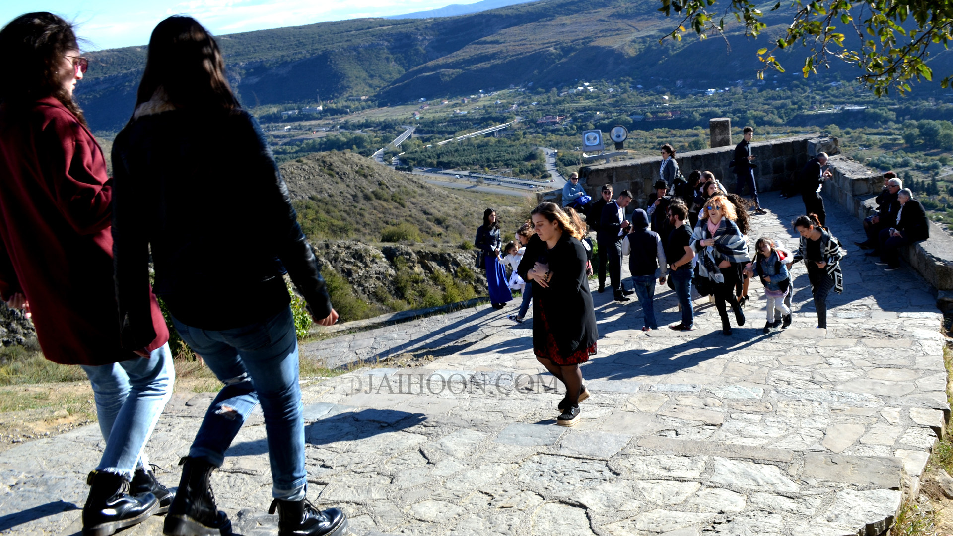 Visitors flocking to Jvari Monastery
