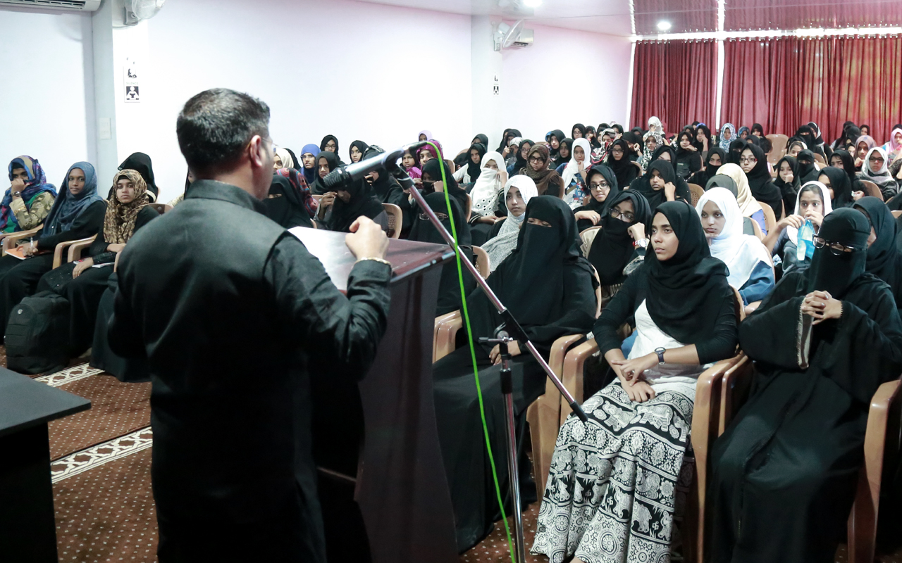 Mujeeb Jaihoon speaking at Zaitoon International Girls School, Kerala (July 10 2017)